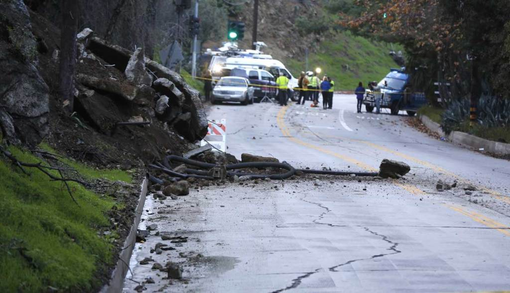 01-12-2017-laurel-canyon-landslide-2