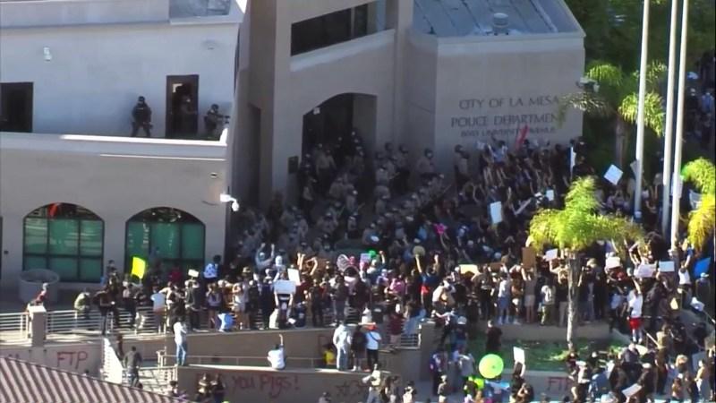 Manifestantes toman calles de San Diego tras muerte bajo custodia de George Floyd