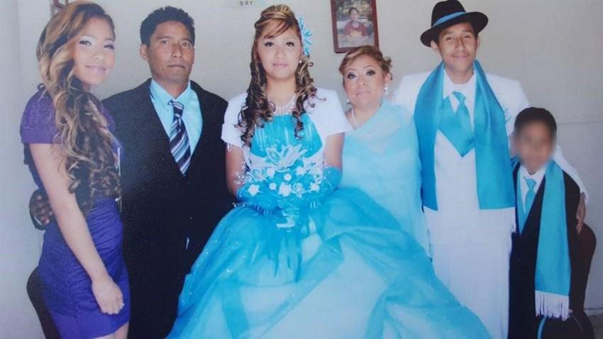 Wilber Romero, de 24 años, acompañado de su familia.