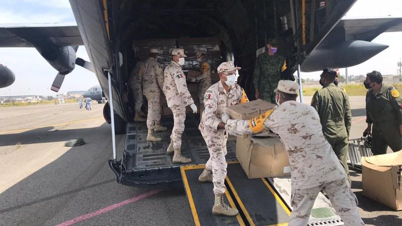 Arriban aeronaves militares con insumos y equipo médico a Baja California