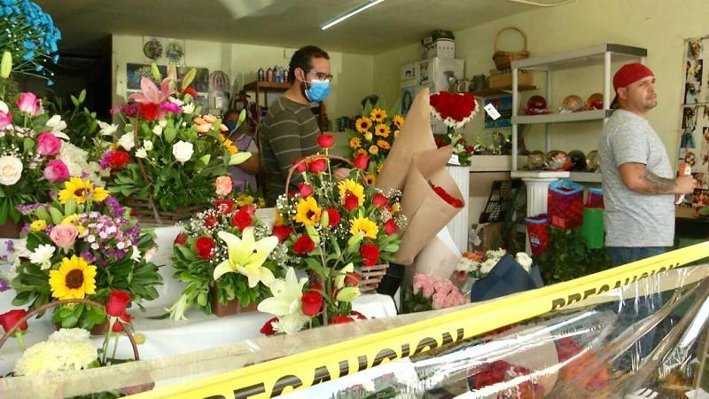 Florerías abren sus puertas por el día de las madres en Tijuana