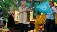 AMLO da banderazo a inicio de Tren Maya entre pandemia y rechazo