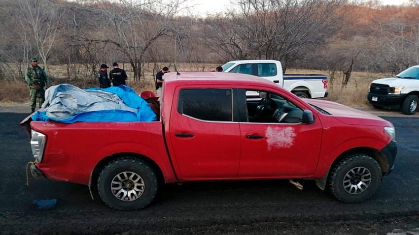 Camioneta donde dejaron 12 cuerpos
