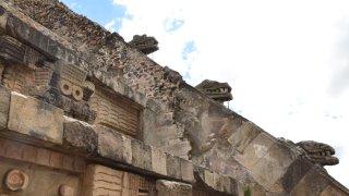 Detalles del templo a Quetzalcóatl en Teotihuacán