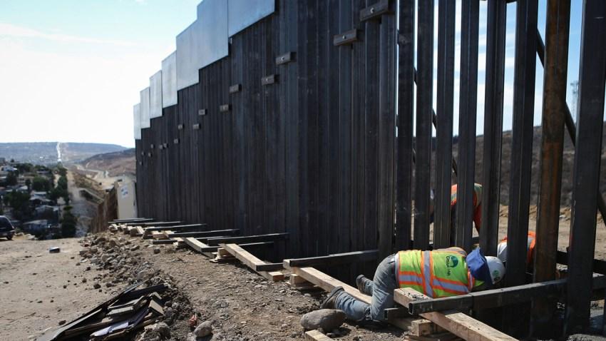 Una parte del muro bajo construcción, en California.