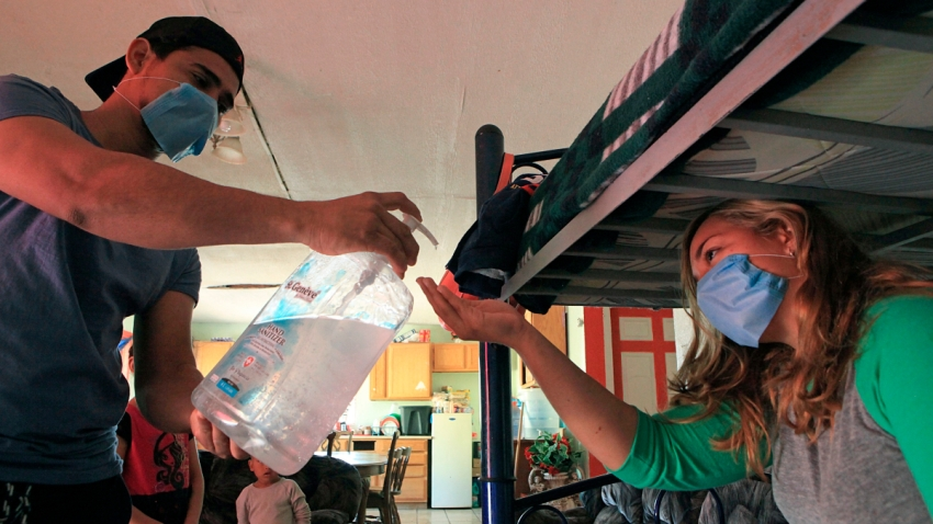 Medidas sanitarias en albergue de migrantes