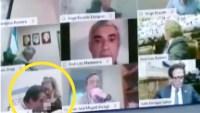 Captado en video: diputado le besa un seno a su pareja en plena sesión legislativa