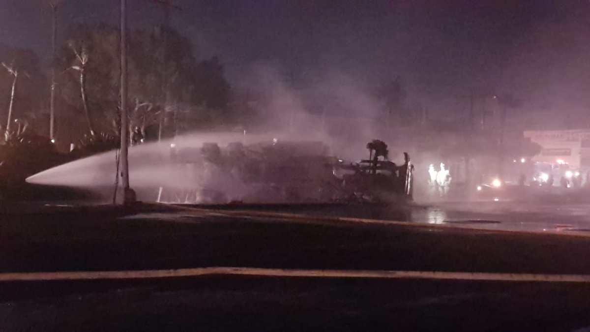 Pierden su negocio tras la explosión de una pipa de Pemex en Rosarito –  Telemundo San Diego (20)