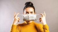 CDC flexibilizan el uso de mascarillas para espacios cerrados