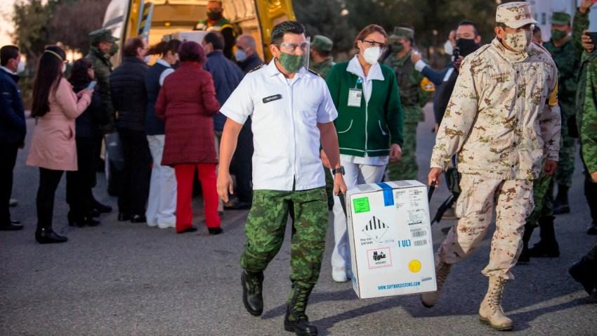 Soldados mexicanos llevan dosis de vacuna anticovid a Coahuila