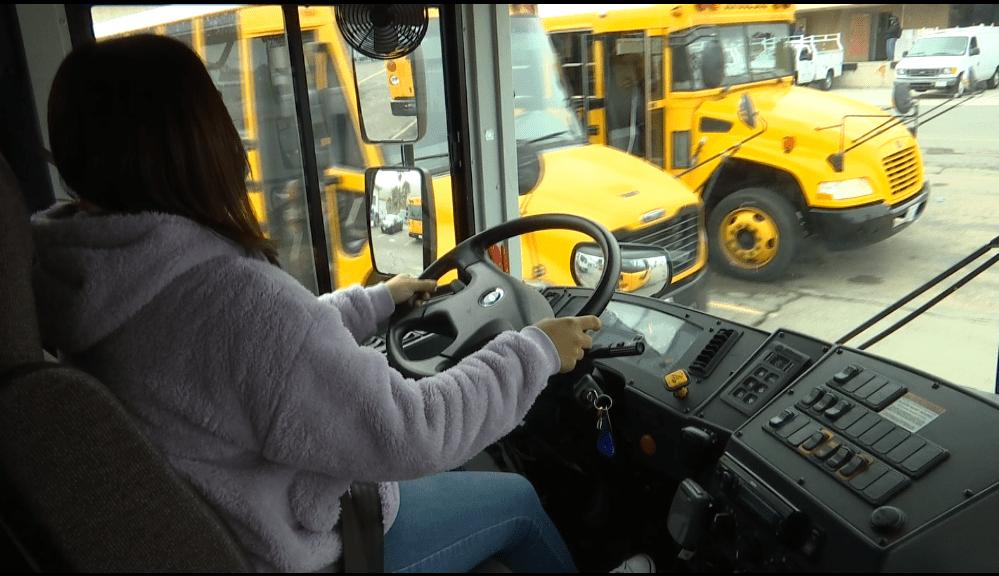 Manejando camion escolar