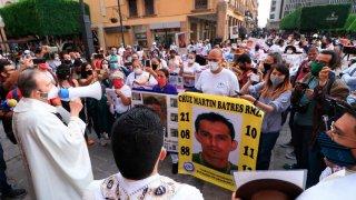 Familiares de desaparecidos escuchan misa en Guanajuato
