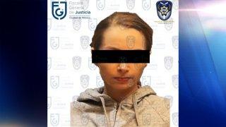 Fotografía de una joven a la que se le cubre parte del rostro para cumplir la ley de presunción de inocencia