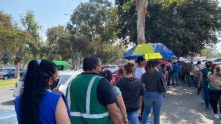 filas de vacunas Pfizer en Tijuana