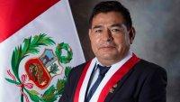 Perú: congresista sufre paro cardíaco en plena sesión y es declarado muerto